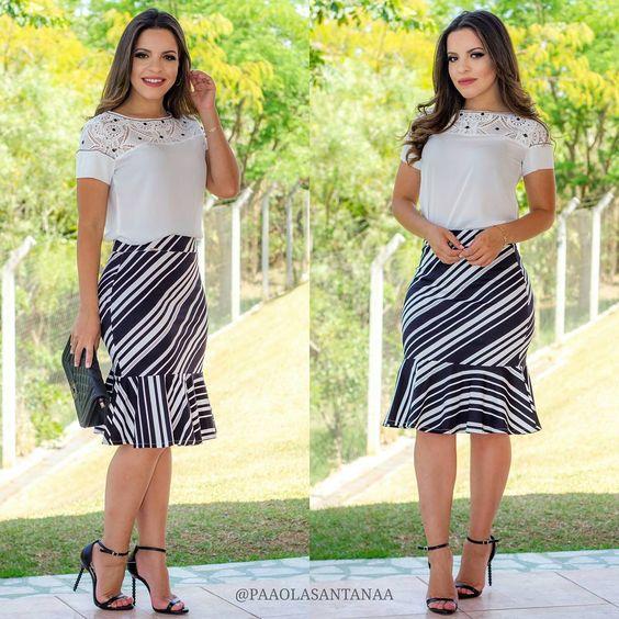 Paola santana usando saia listrada
